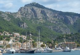 boats and mountains at puerto soller